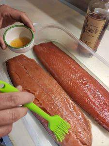 salmone affumicato spennellare